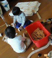 バンダナ作り子供達.JPG